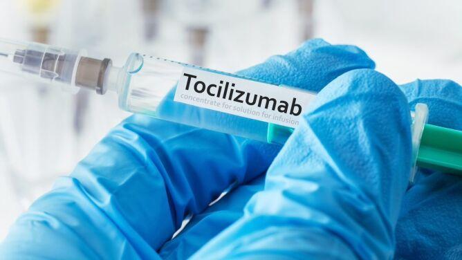 Lek tocilizumab, wyciszający burzę cytokin, może być bronią w walce z COVID-19