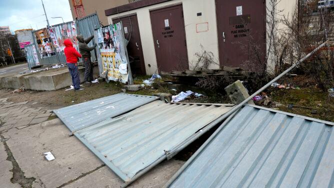 Siedem osób rannych, dachy zerwane z ponad 180 budynków, awarie prądu