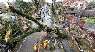 Skutki przejścia tajfunu Goni przez Filipiny (PAP/EPA)