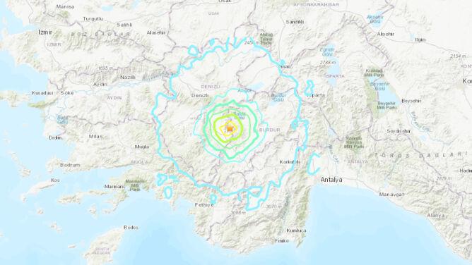 """Trzęsienie ziemi w Turcji. """"Widziałem spadające dachówki i cegły"""""""